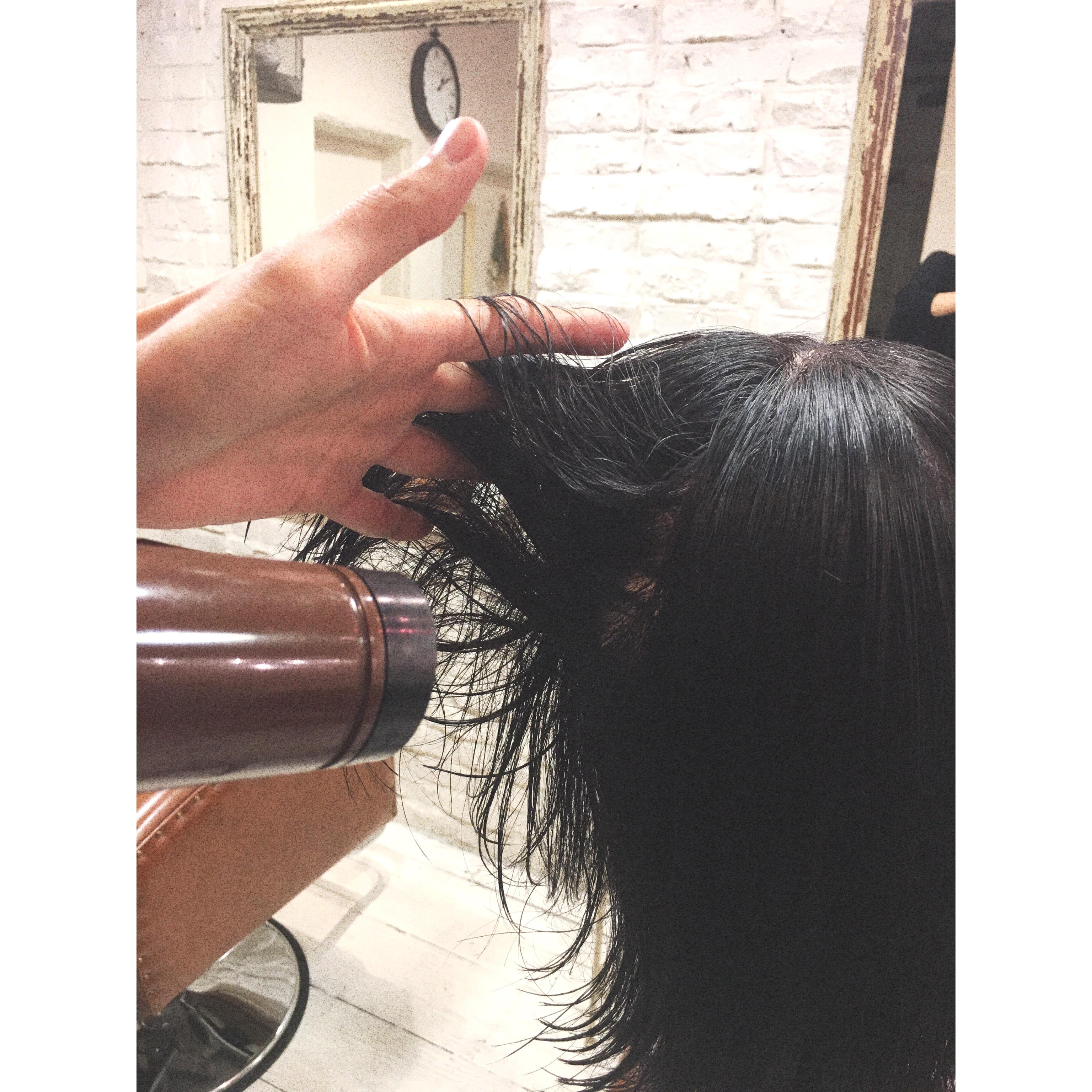 家で簡単にできる、早くてキレイな髪の乾かし方!